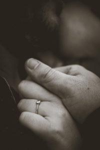 Séance couple bague de fiançailles